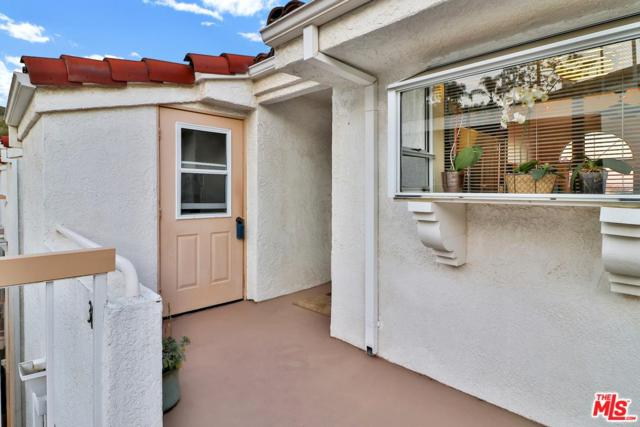 2623 Antonio Drive #306, Camarillo, CA 93010 (#18324038) :: Lydia Gable Realty Group