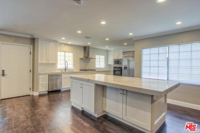 5550 S Chariton Avenue, Los Angeles (City), CA 90056 (#18356592) :: Fred Howard Real Estate Team