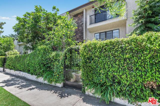 10422 Riverside Drive, Toluca Lake, CA 91602 (#18357836) :: Golden Palm Properties