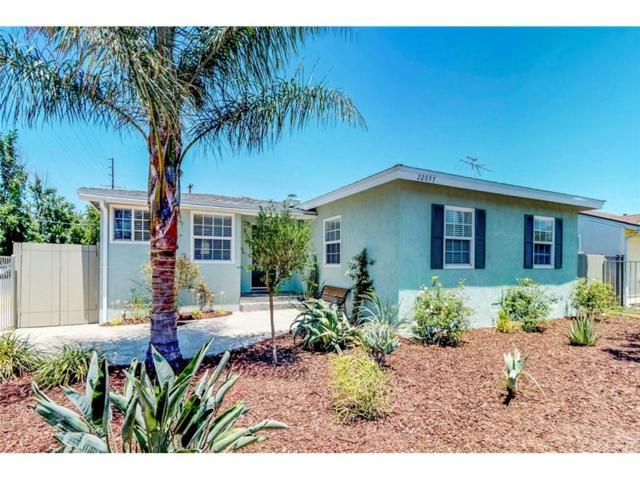 22057 Vanowen Street, Canoga Park, CA 91303 (#SR18170077) :: TruLine Realty