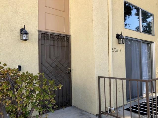 23011 Del Valle Street #1, Woodland Hills, CA 91364 (#SR18200676) :: Golden Palm Properties