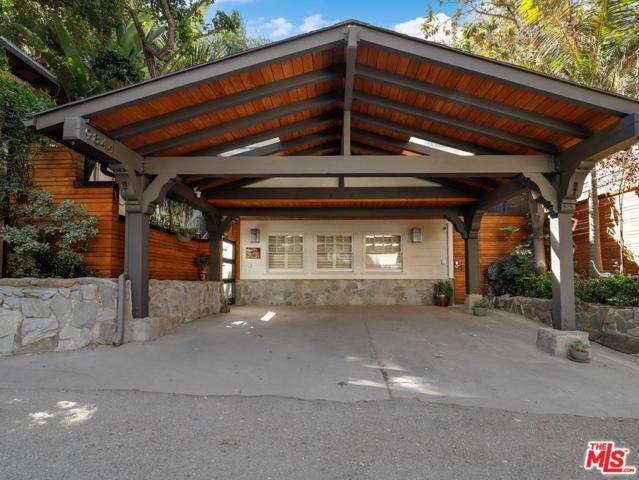 9844 Yoakum Drive, Beverly Hills, CA 90210 (#18388214) :: The Fineman Suarez Team