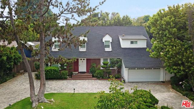 135 N Canyon View Drive, Los Angeles (City), CA 90049 (#18395834) :: Golden Palm Properties