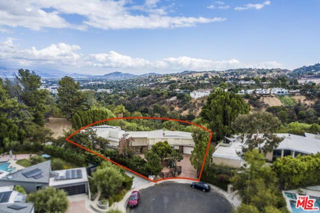 16110 Meadowview Drive, Encino, CA 91436 (#18395944) :: Golden Palm Properties