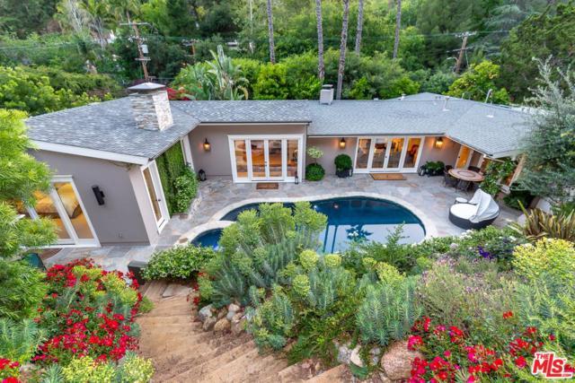 2552 Benedict Canyon Drive, Beverly Hills, CA 90210 (#18398256) :: Paris and Connor MacIvor