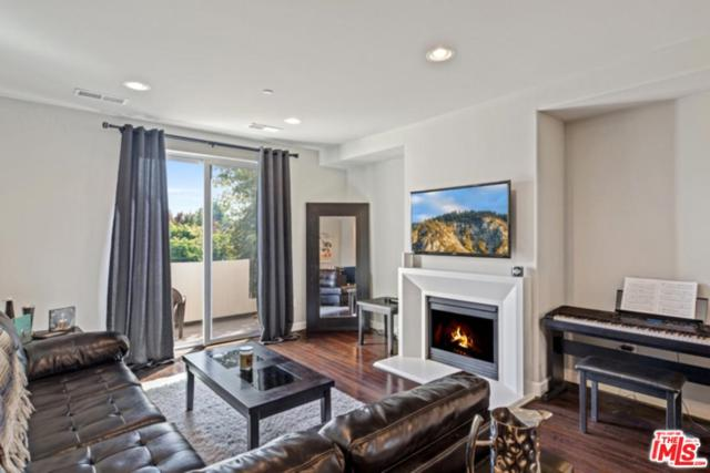 10609 Bloomfield Street #301, North Hollywood, CA 91602 (#18408092) :: TruLine Realty