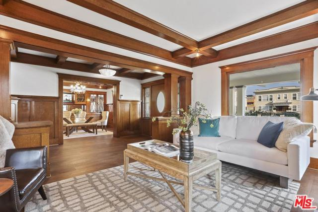 1327 S Van Ness Avenue, Los Angeles (City), CA 90019 (#18415882) :: Golden Palm Properties
