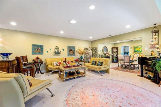22955 Burbank Boulevard, Woodland Hills, CA 91367 (#SR19173858) :: The Agency