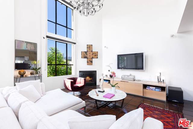 720 Huntley Drive #204, West Hollywood, CA 90069 (#19520832) :: The Agency