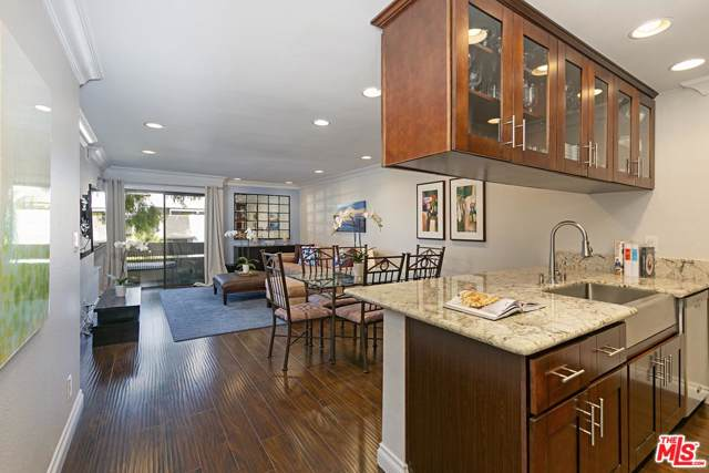 740 N Kings Road #323, Los Angeles (City), CA 90069 (#19521338) :: Lydia Gable Realty Group