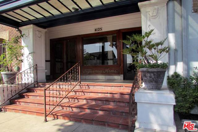 4125 S Figueroa Street #303, Los Angeles (City), CA 90037 (#19522174) :: The Parsons Team