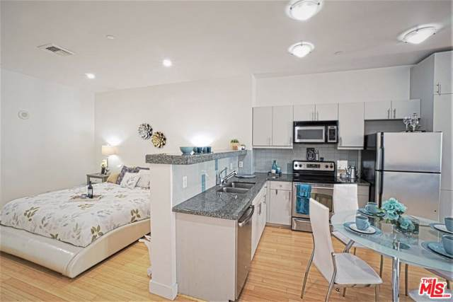 3810 Wilshire #402, Los Angeles (City), CA 90010 (#19522404) :: Lydia Gable Realty Group