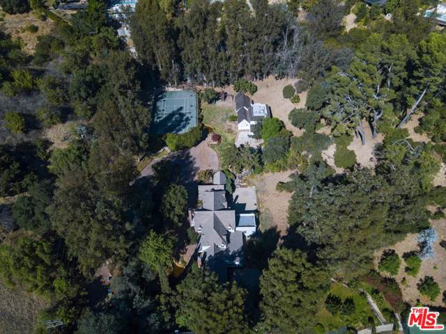9855 Deep Canyon Place, Beverly Hills, CA 90210 (#19528206) :: The Pratt Group