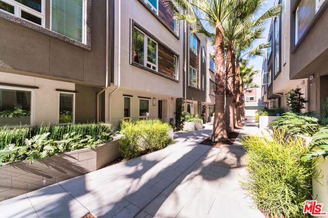 660 N Gramercy Place, Los Angeles (City), CA 90004 (#19529704) :: The Agency