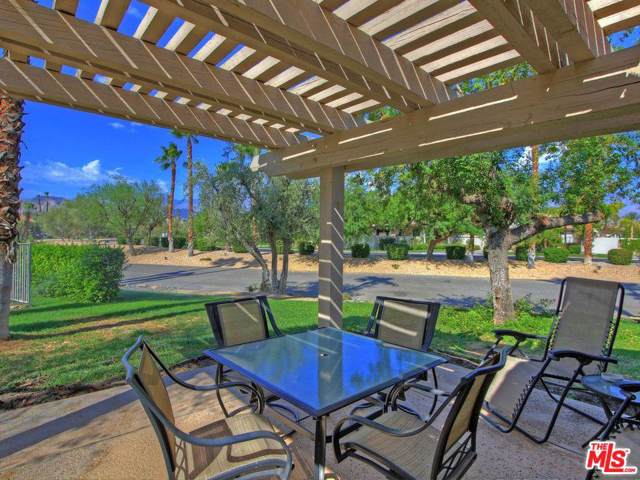 305 Forest Hills Drive, Rancho Mirage, CA 92270 (#19528132) :: Randy Plaice and Associates
