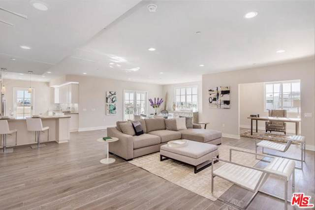 313 S Reeves Drive #301, Beverly Hills, CA 90212 (MLS #19529856) :: Bennion Deville Homes