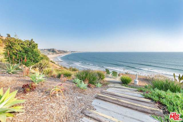 17368 W Sunset #403, Pacific Palisades, CA 90272 (#19532708) :: Pacific Playa Realty