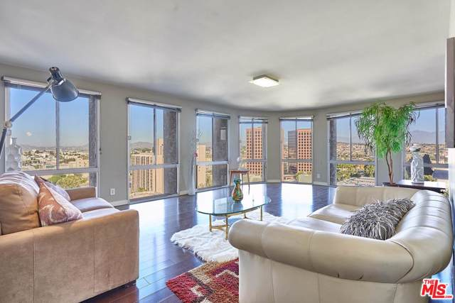 800 W 1ST Street #1210, Los Angeles (City), CA 90012 (MLS #19533722) :: The Jelmberg Team