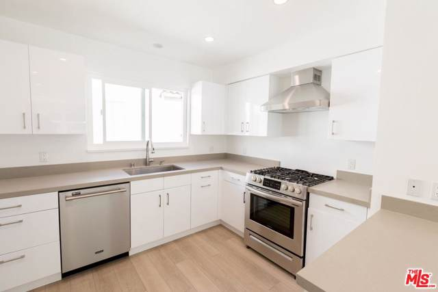 1055 S Genesee Avenue 1055 1/2, Los Angeles (City), CA 90019 (#19534340) :: The Agency