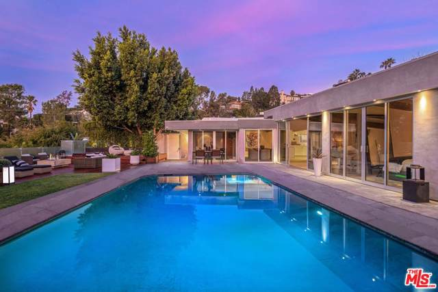 8630 Fennell Place, Los Angeles (City), CA 90069 (#19535212) :: The Parsons Team
