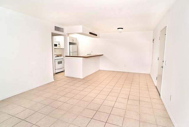 18350 Hatteras Street #110, Tarzana, CA 91356 (#SR20007484) :: Randy Plaice and Associates