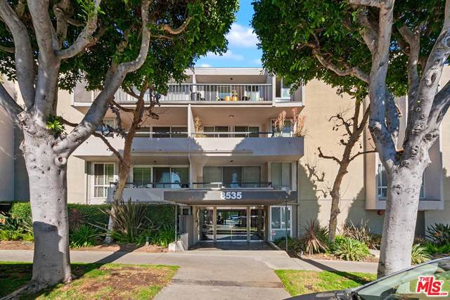 8535 W West Knoll Drive #217, West Hollywood, CA 90069 (#20543600) :: Pacific Playa Realty