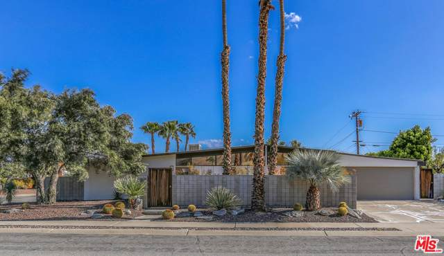 2690 N Kitty Hawk Drive, Palm Springs, CA 92262 (#20545360) :: The Suarez Team