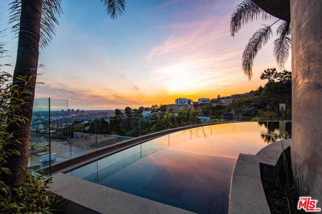 1750 Viewmont Drive, Los Angeles (City), CA 90069 (#20545716) :: The Pratt Group
