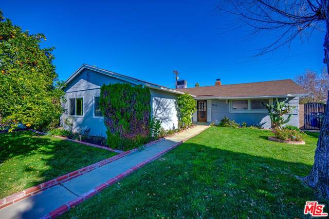 7410 Shoup Avenue, Canoga Park, CA 91307 (#20546852) :: The Agency