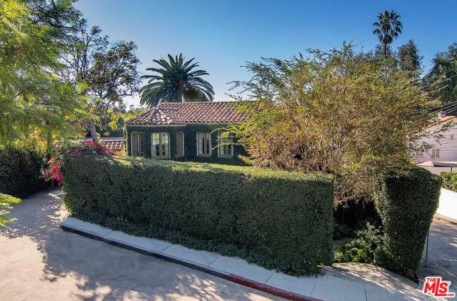6328 Ivarene Avenue, Los Angeles (City), CA 90068 (#20547782) :: Lydia Gable Realty Group