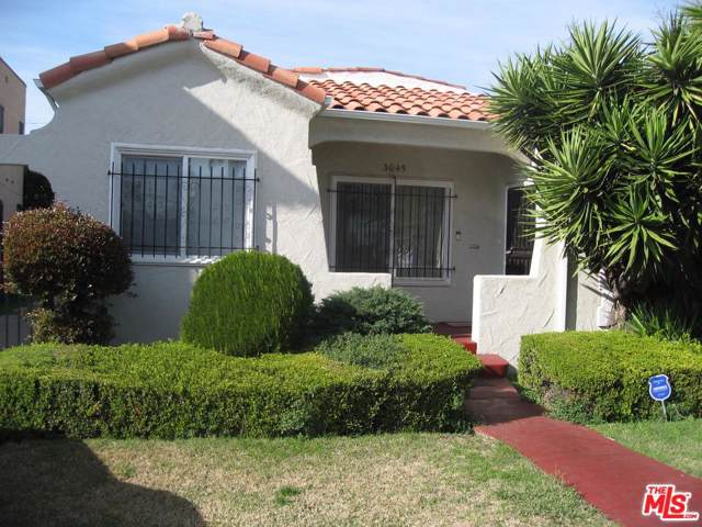 3045 Wellington Road, Los Angeles (City), CA 90016 (#20548490) :: The Agency