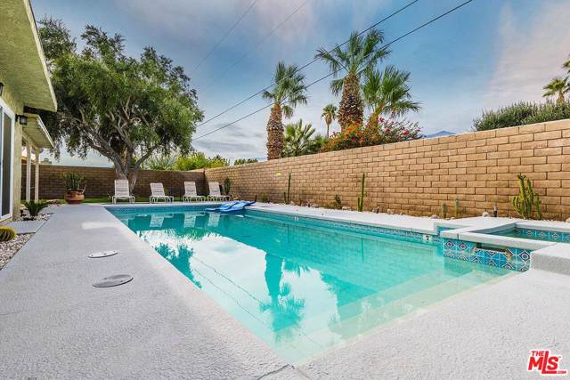 2939 N Chuperosa Road, Palm Springs, CA 92262 (#20548554) :: Randy Plaice and Associates