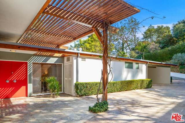 3205 Oakley Drive, Los Angeles (City), CA 90068 (#20554936) :: TruLine Realty