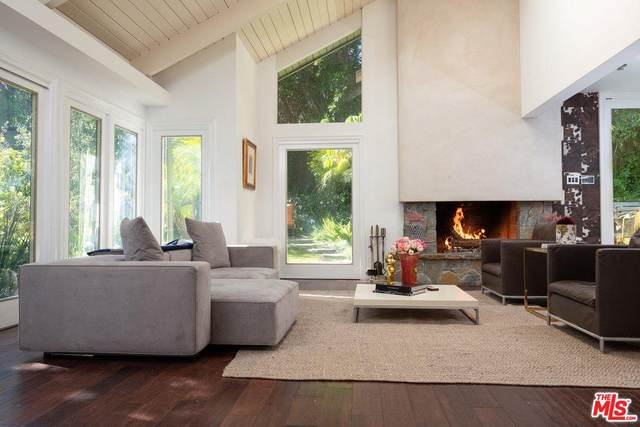 1561 Clear View Drive, Beverly Hills, CA 90210 (#20553468) :: The Pratt Group