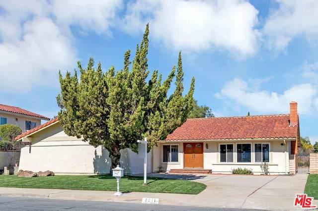 2211 Glastonbury Road, Westlake Village, CA 91361 (#20555874) :: The Pratt Group