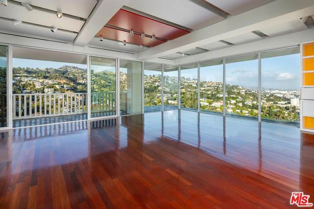 9255 Doheny Rd #2605, Los Angeles, CA 90069 (MLS #20-556352) :: The Jelmberg Team