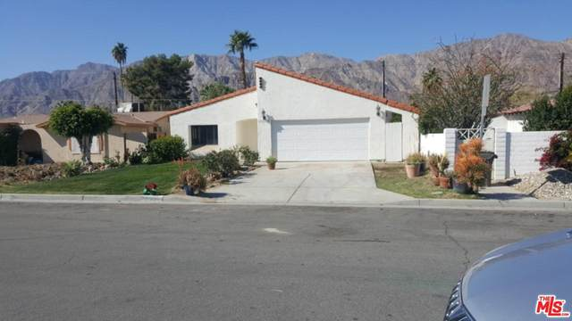 51431 Avenida Villa, La Quinta, CA 92253 (#20560000) :: Randy Plaice and Associates