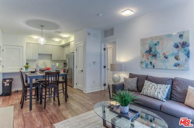 1168 S Barrington Avenue #305, Los Angeles (City), CA 90049 (MLS #20567558) :: Mark Wise | Bennion Deville Homes