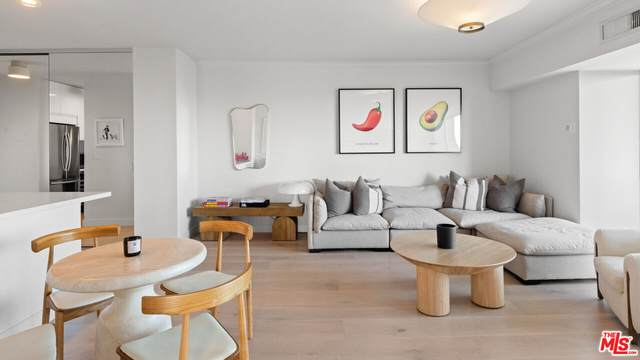999 N Doheny Dr #810, West Hollywood, CA 90069 (#21-781076) :: TruLine Realty
