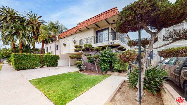 12011 Pacific Ave, Los Angeles, CA 90066 (MLS #21-783414) :: Zwemmer Realty Group