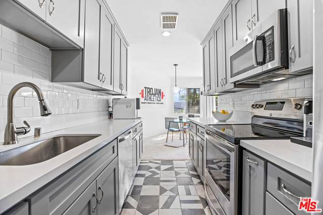 2345 Roscomare Rd #302, Los Angeles, CA 90077 (#21-783590) :: Lydia Gable Realty Group