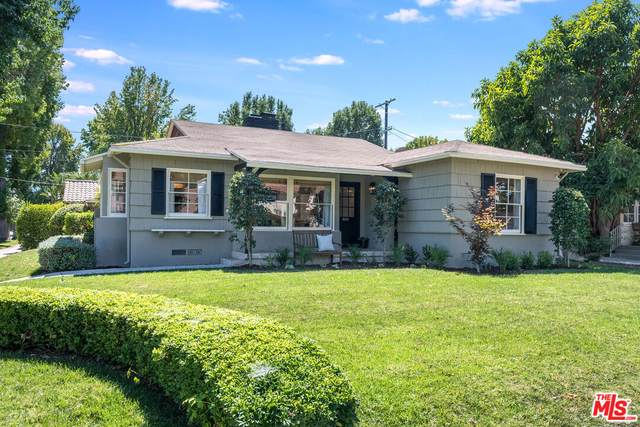 10502 Bloomfield St, Toluca Lake, CA 91602 (#21-784020) :: Compass
