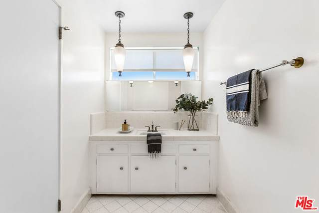 7907 Beland Ave, Los Angeles, CA 90045 (#21-785170) :: Compass