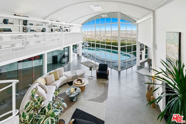 1641 Woods Dr, Los Angeles, CA 90069 (#21-786120) :: TruLine Realty