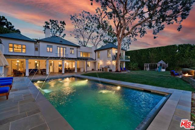 1711 Alta Mura Rd, Pacific Palisades, CA 90272 (#21-787352) :: The Grillo Group