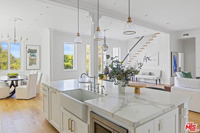 14522 Valley Vista Blvd, Sherman Oaks, CA 91403 (#21-787582) :: Compass