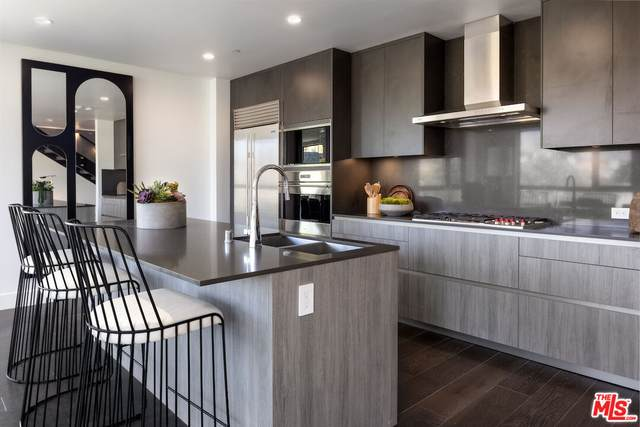 724 N Croft Ave #110, Los Angeles, CA 90069 (#21-788570) :: Compass