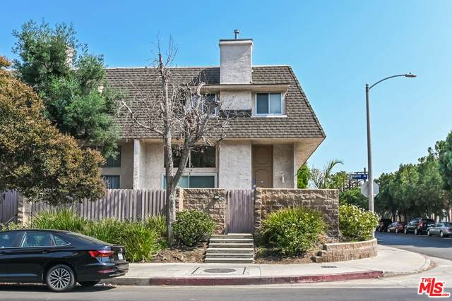 5234 Newcastle Ave #4, Encino, CA 91316 (#21-788744) :: The Bobnes Group Real Estate