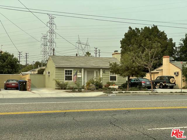 11249 E Victory Blvd, North Hollywood, CA 91606 (MLS #21-790466) :: The John Jay Group - Bennion Deville Homes