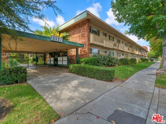 11121 Queensland St C19, Los Angeles, CA 90034 (#21-791940) :: The Pratt Group